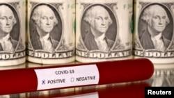Tabung sampel virus corona dengan uang kertas dollar AS dalam foto ilustrasi, 1 Maret 2020. (Foto: Reuters)