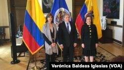 El secretario general de la OEA, Luis Almagro, (centro) recibió a la canciller de Colombia, María Ángela Holguín, (izquierda) y la canciller de Ecuador, María Fernanda Espinoza e la sede del organismo en Washington, D.C. el viernes, 20 de abril, de 2016.
