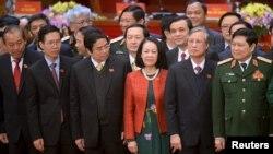 Ủy viên bộ chính trị kiêm Trưởng ban Dân vận Trung ương Trương Thị Mai (áo đỏ, giữa)