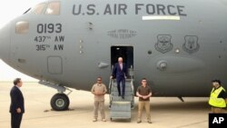 Vice President Joe Biden steps off a C-17 military transport plane upon his arrival in Baghdad, Iraq, April 28, 2016. Biden's visit is 'focused on encouraging Iraqi national unity and continued momentum' in fight against Islamic State, his office says.