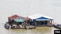 Làng bè trên Biển Hồ