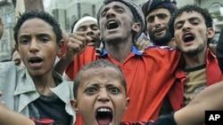 也门反政府抗议者7月5日示威是大声呼喊口号