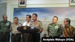 Kepala Kepolisian Daerah Metro Jaya Inspektur Jenderal Tito Karnavian di kantor kepresidenan Jakarta, Kamis, 14 Januari 2016, menyebut ISIS ada di belakang aksi teror bom dan penembakan di Jakarta. (VOA/Andylala)