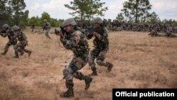 စစ္ေရးေလ့က်င့္ေနတဲ့ အိႏၵိယ စစ္တပ္ (Photo- Indian army)