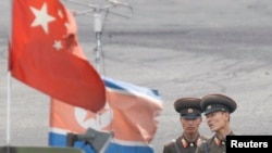 北韓士兵在鴨綠江邊境站崗 (資料圖片)