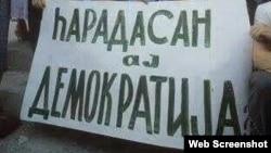 Demokratiya ilə bağlı 1990-cı illərdə qaldırılmış plakat