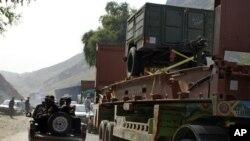 ٹانک میں فائرنگ اور بم دھماکا، 2 ہلاک