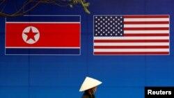 Zastave Severne Koreje i SAD u Hanoju, Vijetnamu, gde je održan drugi samit Trampa i Kim Džong Una u februaru 2019.