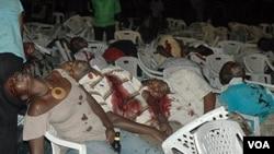 Beberapa korban ledakan di restoran Ethiopia di Kampala, Uganda Minggu 11 Juli 2010.