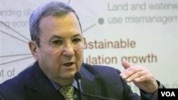 Menteri Pertahanan Israel Ehud Barak menyerukan sanksi yang lebih keras terhadap Iran.