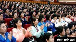 2005년 북한 평양 인민문화궁전에서 개최된 제3차 전국어머니대회.