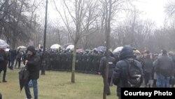 Росгвардия берет активистов в кольцо, через минуту начнутся задержания