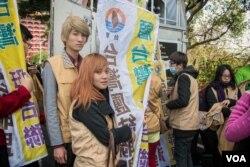圆山大饭店外由台联党组织的抗议者。(美国之音记者方正拍摄)