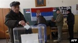 На одном из пунктов голосования в городе Звекан в Косово, где проходит референдум среди этнических сербов о недоверии албанскому правительству в Приштине. 14 февраля 2012 г.