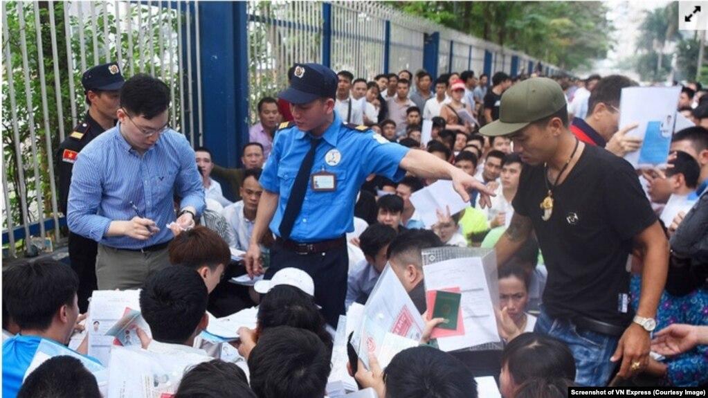 Người Việt đổ xô đi xin visa Hàn Quốc 8EFE3B6D-B7D7-494D-9DAE-056246875400_w1023_r1_s