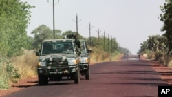 Malian soldiers drive in the direction of Diabaly, on the road near Markala, approximately 40 km outside Segou in central Mali, January 14, 2013.