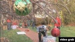 Para sukarelawan organisasi Decorate Vet merapihkan rumah seorang keluarga veteran militer dan menghiasinya dengan dekorasi Natal (Foto: dok).