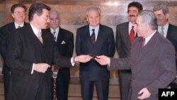 Momir Bulatović u svojstvu predsjednika Crne Gore, prisustvuje potpisivanju Dejtonskog sporazuma, 28.02.1997
