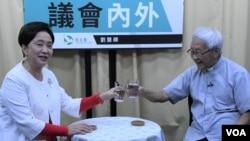 天主教香港教區陳日君樞機出席民主黨前主席劉慧卿主持的網台節目。(美國之音湯惠芸)