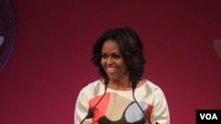 美国第一夫人米歇尔•奥巴马在北京大学向学生发表讲话