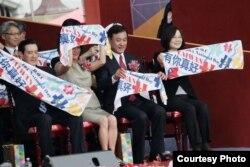 台湾的中华民国国庆庆典上,蔡英文总统,立法院长苏嘉全和前总统马英九(2016年10月10日,美国之音易林拍摄)