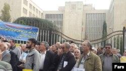 اعتراض کارگران مقابل سازمان برنامه و بودجه