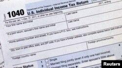 Se estima que una familia estadounidense promedio tendría que pagar $2 mil dólares más al año en impuestos.