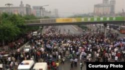 北京發生大規模群體事件(美國之音東方拍攝)