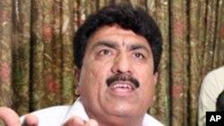 ນາຍ Jamil Afridi, ນ້ອງຊາຍຂອງທ່ານໝໍ Shakil Afridi ແຫ່ງປາກິສ ຖານ ຈັດກອງປະຊຸມນັກຂ່າວຂຶ້ນທີ່ເມືອງ Peshawar, ປາກິສຖານ. ວັນທີ 29 ພຶດສະພາ 2012.