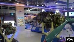 烏克蘭西奇航空發動機公司在今年8月莫斯科航展上展出的產品。(美國之音白樺拍攝)