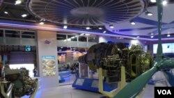 乌克兰西奇航空发动机公司在今年8月莫斯科航展上展出的产品。(美国之音白桦拍摄)