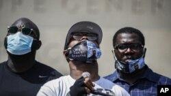 Terens Flojd, brat Džordža Flojda na protestima u Njujorku (Foto: AP/John Minchillo)