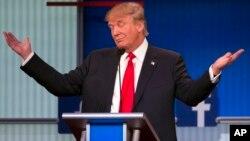 Donald Trump saat tampil dalam debat pertama bakal calon presiden dari Partai Republik di Cleveland, Ohio (6/8).
