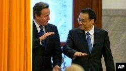 英国首相卡梅伦2013年12月2日访问北京时与中国总理李克强交谈(资料照片)