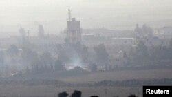 Kendaraan lapis baja milik tentara Suriah terlihat tengah melintasi dataran tinggi Golan dan terlibat pertempuran dengan pemberontak, 1 September 2014 (Foto: dok). Militer Israel dilaporkan telah menembak jatuh sebuah pesawat tempur Suriah di wilayah ini, Selasa (23/9).