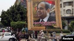 Predizborni posteri sa likom bivšeg vojnog komandanta Abdela Fataha al-Sisija