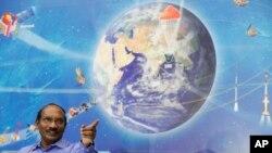 Ketua Organisasi Penelitian Antariksa India (ISRO), Kailasavadivoo Sivan, ketika melakukan konferensi pers di Bangalore, India, 11 Januari 2019. (Foto: AP Photo)