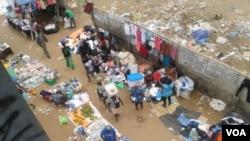 "Angola Luanda street sellers ""zungueiras"""
