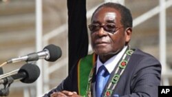 Zimbabwean President Robert Mugabe looks on during Defense Force Day Commemorations in Harare, (file photo - 10 Aug. 2010)