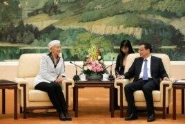 中國總理李克強在北京人民大會堂接見國際貨幣基金組織總幹事拉加德。 (2014年3月24日)