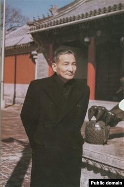 """中共元老陈云1959年在中南海勤政殿。他对逮捕四人帮表态说:""""只有采取抓的办法。不过,党内斗争,只这一次,下不为例。""""(中国老照片,出处待考)"""