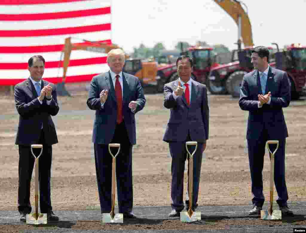 پرزیدنت ترامپ در مراسم کلنگ زنی کارخانه فاکس کان در ایالت ویسکانسین. این شرکت از بزرگترین تولیدکنندگان قطعات پیشرفته فن آوری دیجیتال است.
