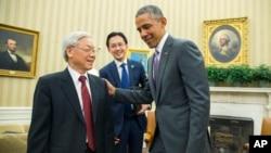 Tổng Bí thư Đảng Cộng sản Việt Nam Nguyễn Phú Trọng hội kiến Tổng thống Mỹ Barack Obama tại Tòa Bạch Ốc hôm 7/7/2015.