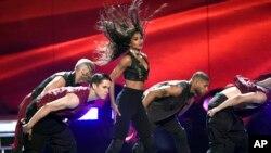 Ciara ໃນງານສະແດງ BET Awards ປີ 2015