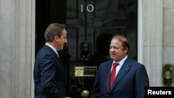 Thủ tướng Anh David Cameron (trái) tiếp Thủ tướng Pakistan Nawaz Sharif tại dinh Thủ tướng