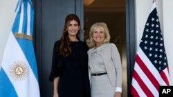 La primera dama argentina, Juliana Awada de Macri, se reunió en Buenos Aires con Jill Biden, esposa del vicepresidente de EE.UU. Joe Biden, el jueves 23 de junio de 2016.