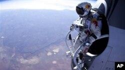 Feliks Baumgartner priprema se za skok