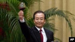 溫家寶在2012年十一國慶宴會上講話後舉杯祝酒