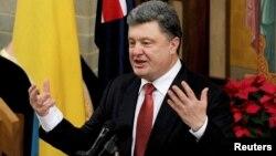 Presiden Ukraina Petro Poroshenko berbicara di Melbourne dalam lawatan ke Australia hari Kamis (11/12).