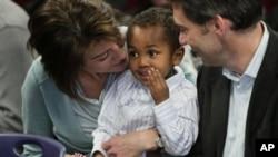 Một đôi vợ chồng Mỹ nhận con nuôi từ Ethiopia